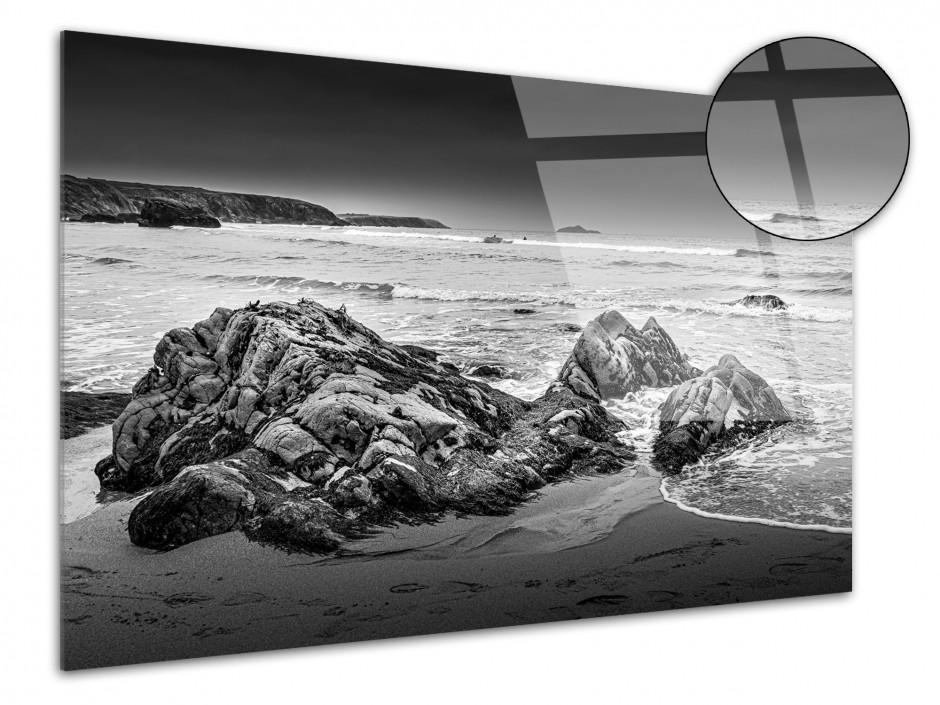 Tableau plexiglas photo plage et rocher en noir et blanc
