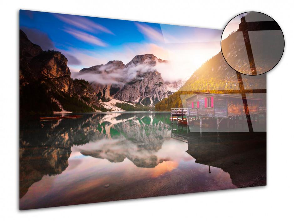 Tableau plexiglas paysage Vue sur le lac de Braies